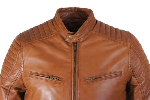 Of je het nou draagt op een jeans, een chino, een sweatbroek of op een pak, een leren jas geeft altijd net dat beetje extra! En het beste is nog: ze worden mooier met de jaren. En het beste is nog: ze worden mooier met de jaren.